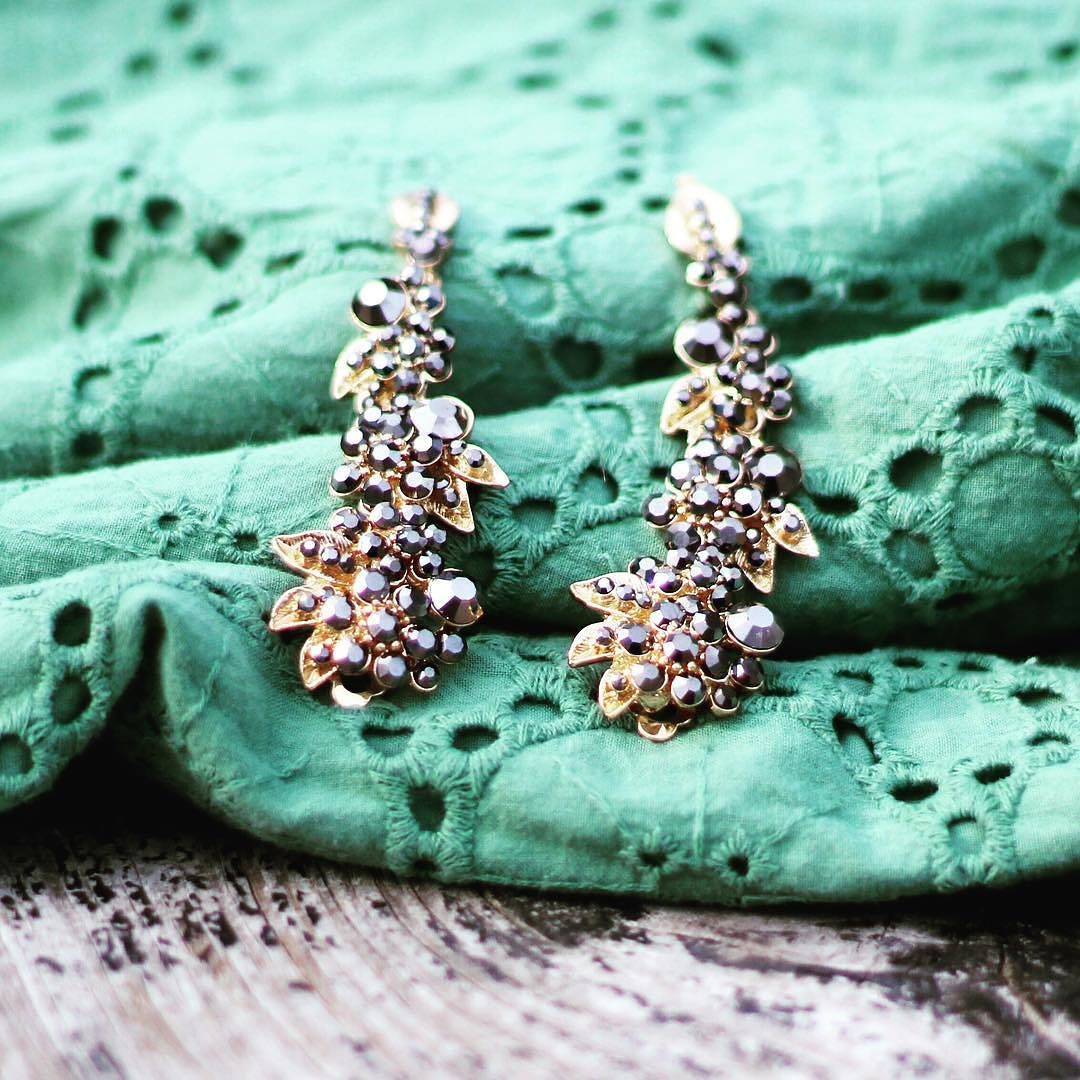 Playing with my new camera... Still lots to learn but I figured I'd post this pic because the green is perfect for upcoming #stpatricksday! And because these earrings just plain stole my heart from the moment I saw them. I'm hoping to wear them at the upcoming @refugeeone #fundraising #gala. . . . #galaplanner #eventplanner #eventprofs #weddingprofs #WeddingPlanner #weddingplanning #eventplanning #love #pretty by dottedevents