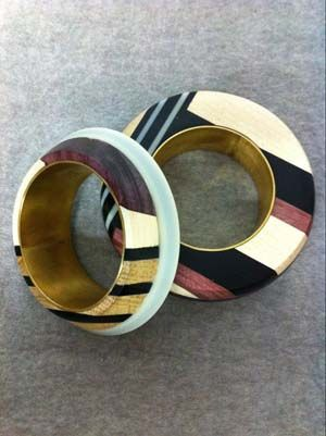 CORRIE WILLIAMSON-UK Corrie Williamson Jewellery uses bold and playful shapes in woods,perspex and metals to make contemporary, bold and wearable jewellery.