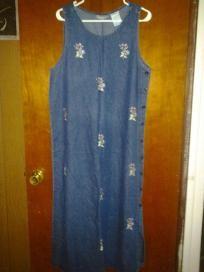 "Dress barn 100% cotton. With beautiful flower. Size. M chest 42 "" west42"" hip 44"" len 50 "" jeans dre"