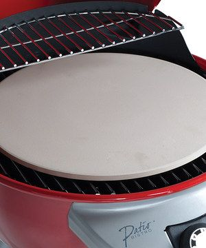 This brilliant stone is ideal for creating perfectly crisped pizza crusts right at home on the outdoor grill. Its textured finishes releases pizza and bread quickly and easily, while its ceramic design ensures that baking pie like a pro is almost effortless.