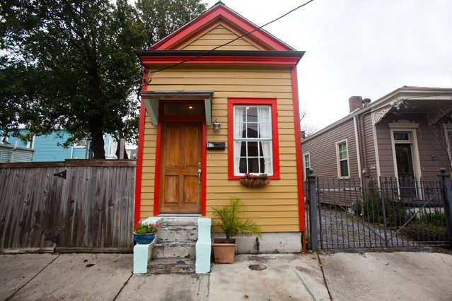 Charming Cottage (New Orleans, LA) #neworleans #interiordesign #travel #vacationrentals #vacation #inspiration #living #cottage #houses