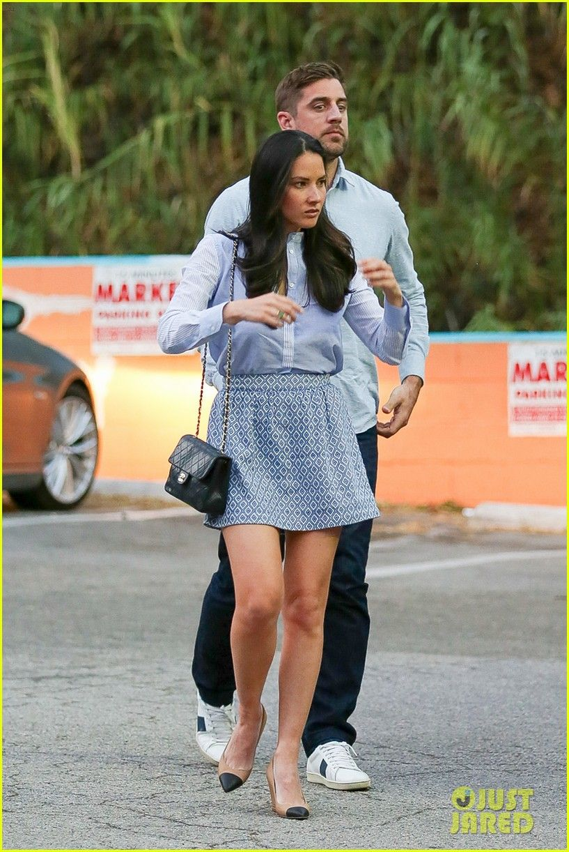 Olivia Munn Aaron Rodgers Hold Hands Match For Dinner Olivia Munn Aaron Rodgers Hold Hands Lunch 09 Photo Olivia Munn Aaron Rodgers Olivia