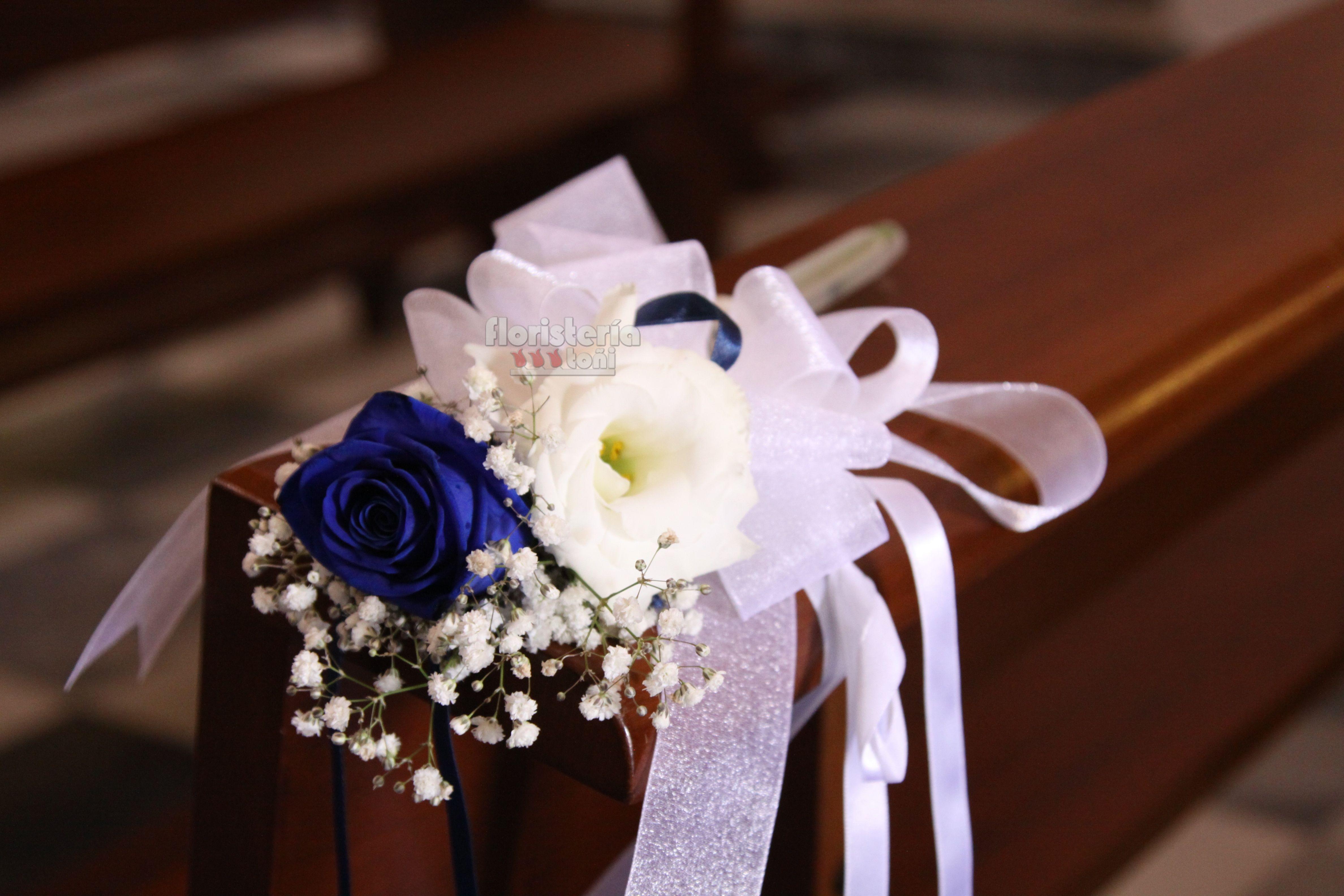 Decoración Bancos Con Rosas Azules Manualidades Para Boda Decoracion De Iglesia Recuerdos De Boda