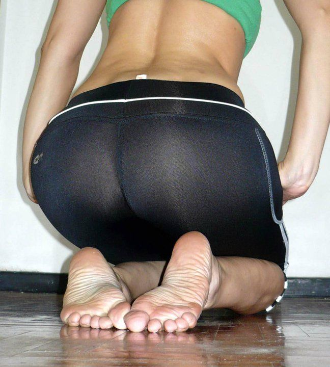 Sexy legs and feet in yoga pants pity