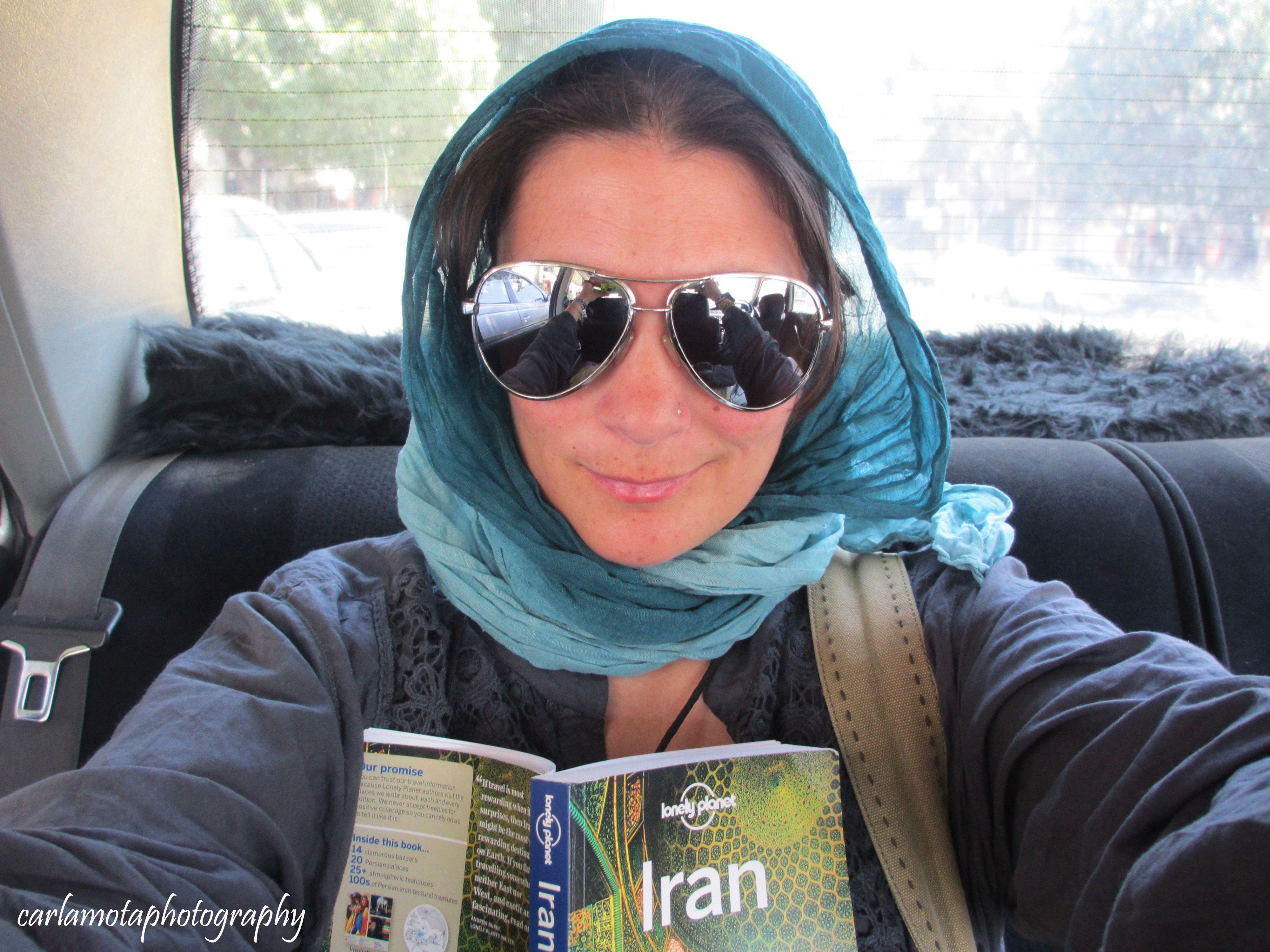 Depois de uma viagem memorável, no bom e no mau sentido, a bordo do Expresso Transasiático, eis que chegamos a Tabriz. Era meio-dia e já não havia tempo para visitar tudo o que queríamos. Descemos do comboio com um casal espanhol, uma rapariga belga e um rapaz iraniano de seu nome Hassan. Hassan era o …