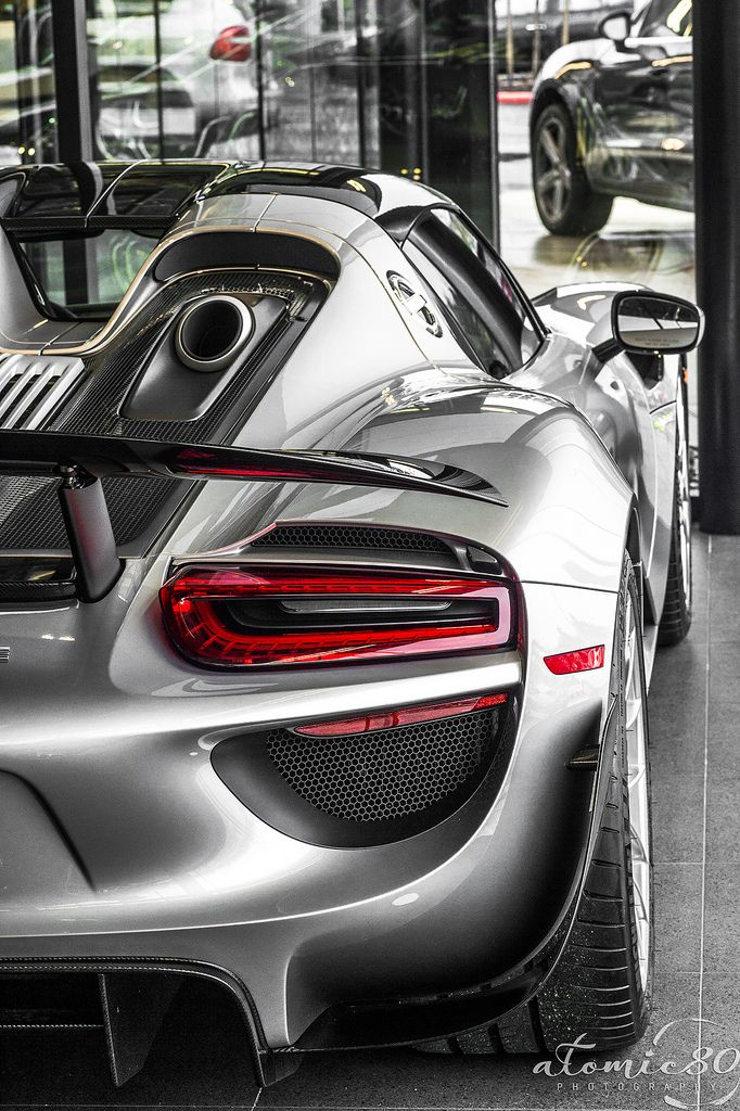 porsche 918 spider the top mounted exhaust is amazing especially when shooting flame