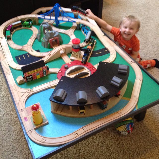 train table layout  sc 1 st  Pinterest : thomas train table set up - pezcame.com
