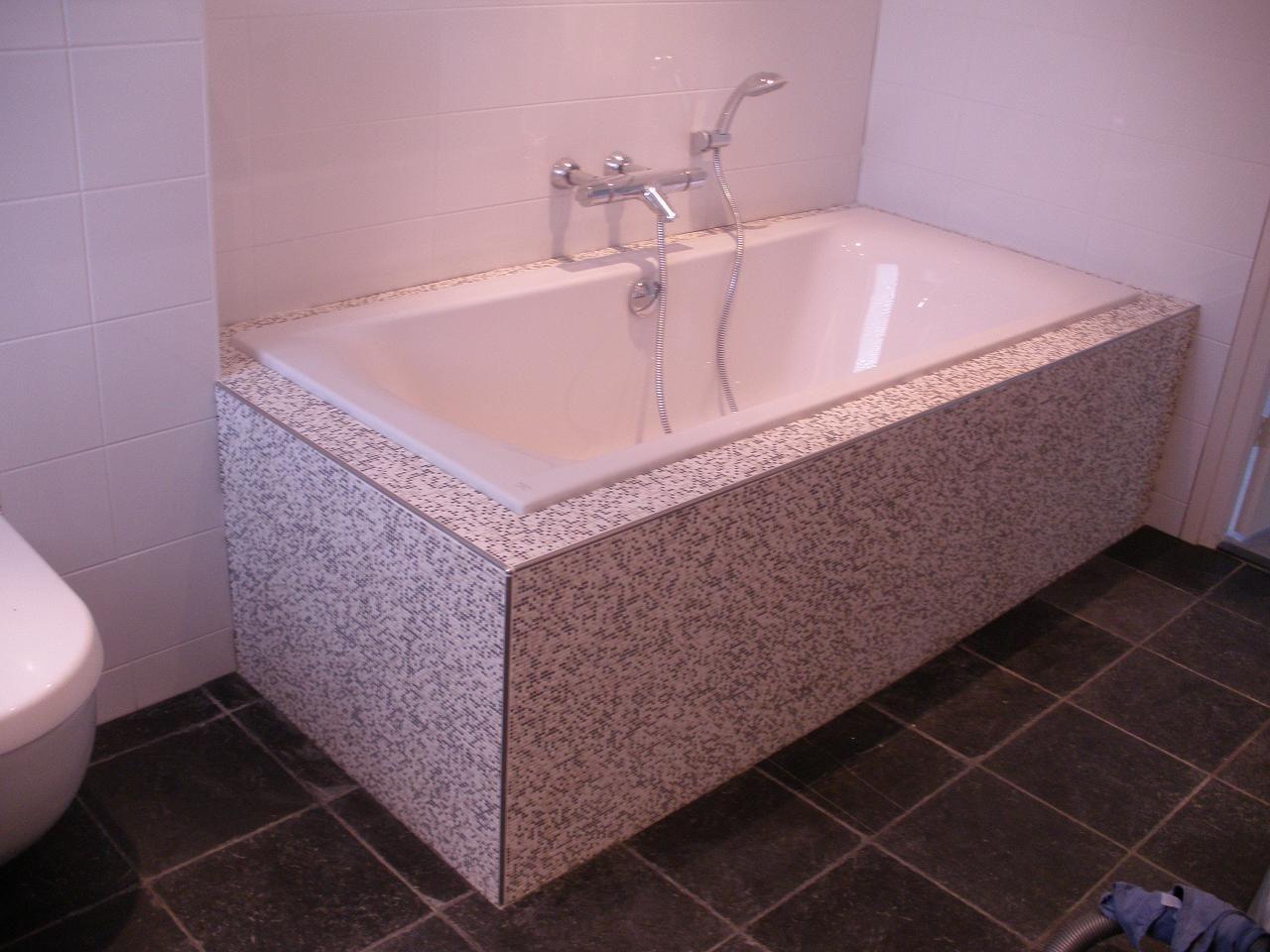 Badezimmer wandfarbe ~ Heel fijn mozaiek rondom het bad tegelhuys tegelhuys