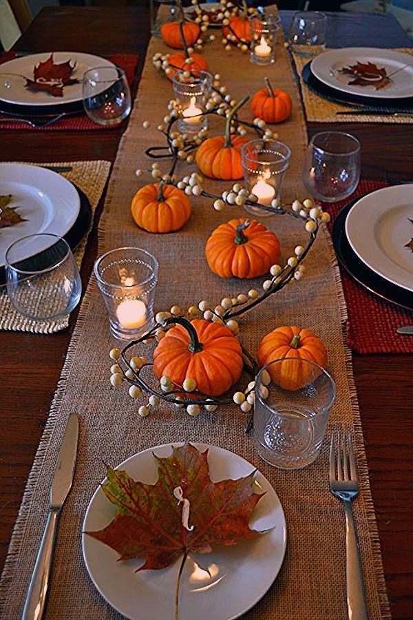 A simple, festive Thanksgiving table decor #thanksgivingtable #thanksgivingdecor #thanksgiving #tablescape #1905farmhouse #falltable