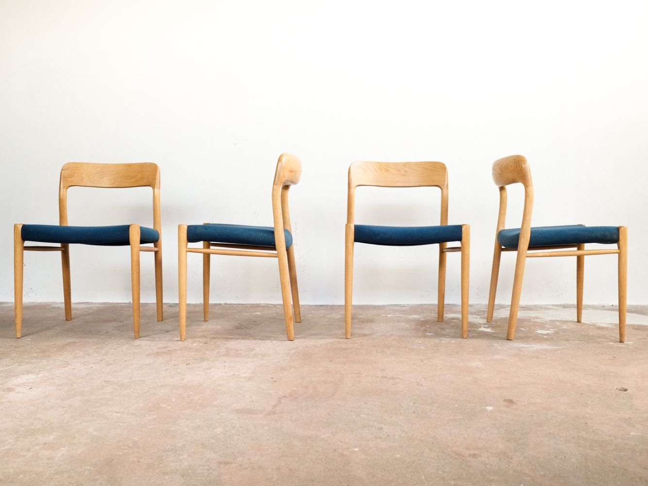 Set of 4 chairs in oak by Niels Otto Møller (met