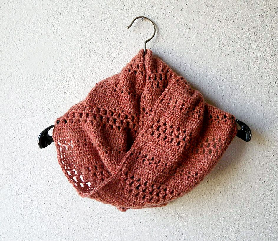 Crochet Cowl Pattern In Dk Weight Yarn Easy Pattern For A Warm And