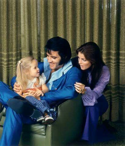 December 10, 1970 Lisa, Elvis And Priscilla 1174 Hillcrest Rd Beverly  Hills, California Family Photo Session 479feac998