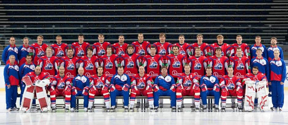 Virtually An Entire Ice Hockey Team Including World And Olympic Champions Was Wiped Out When Their Plane Crashed Shortly Af Hockey Ice Hockey Teams Yaroslavl