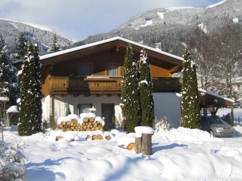 Appartement Wechselberger Neukirchen am Gro�venediger Appartement Wechselberger offers pet-friendly accommodation in Neukirchen am Gro?venediger, 900 metres from Wilkogelbahn 1. Sektion and 2.5 km from Wildkogelbahn 2.Sektion. The property is 3 km from Gensbichllift and free private parking is offered.