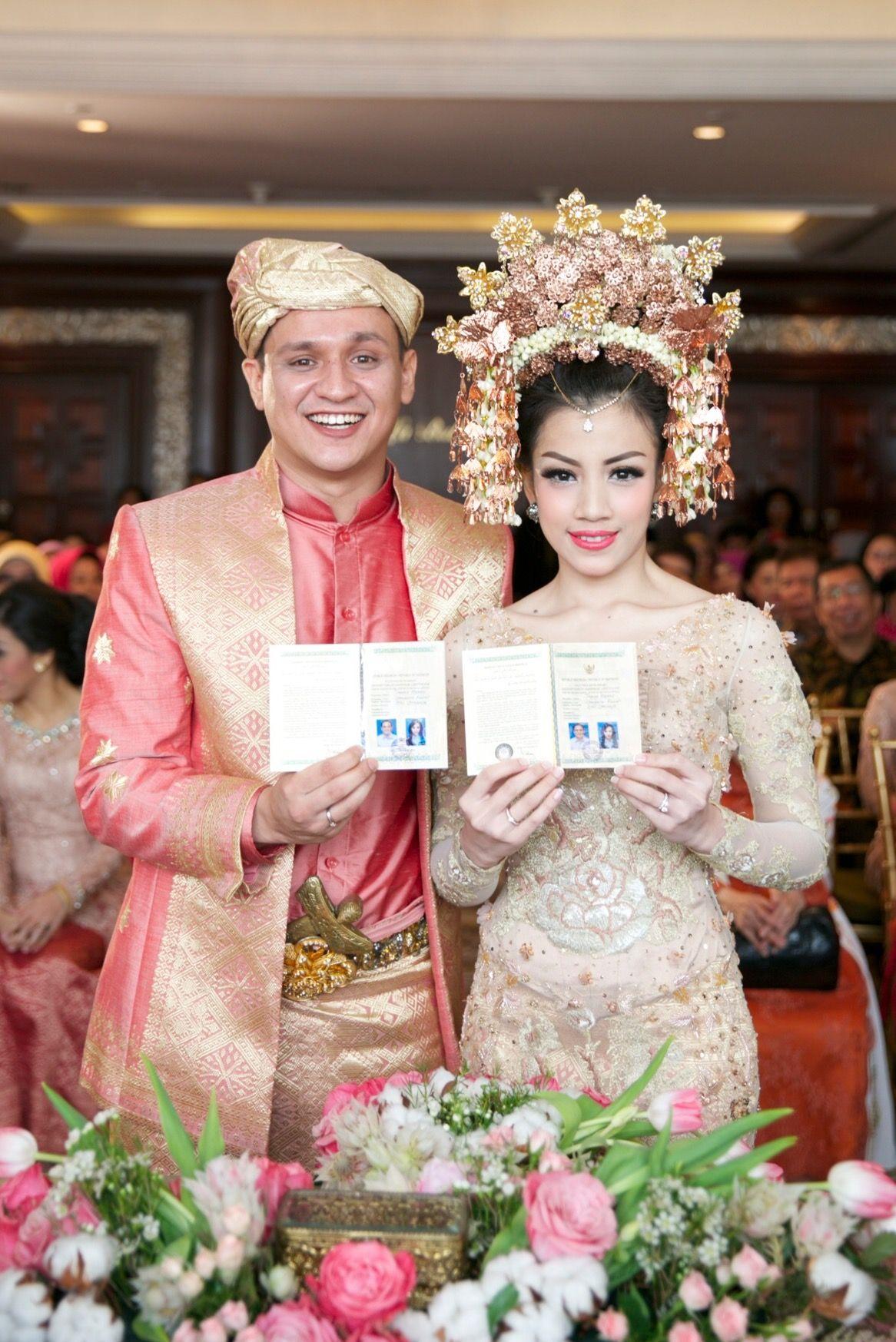Pernikahan Adat Minang dan Jawa Bernuansa Rumah (Dengan