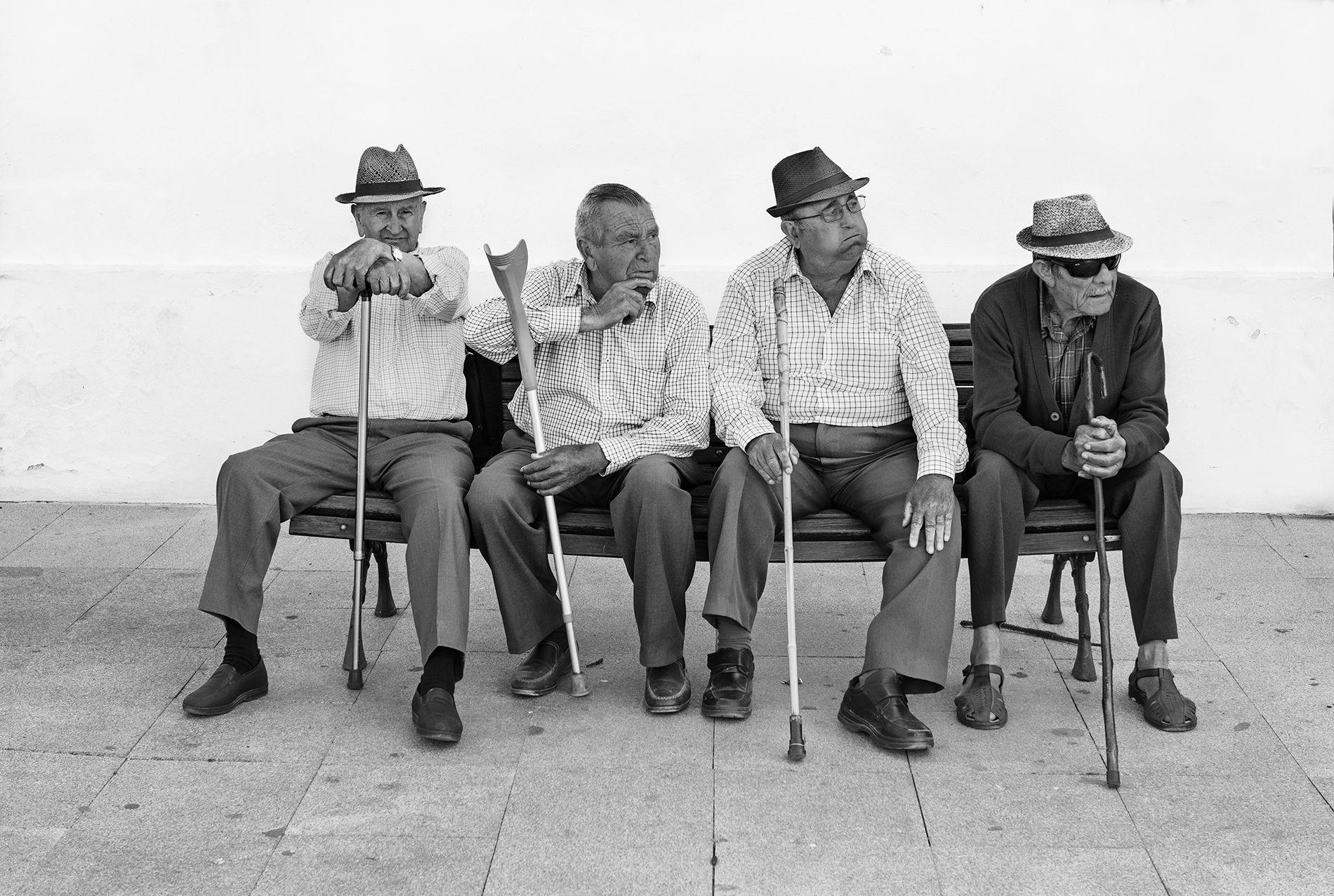 Ancianos con bastón