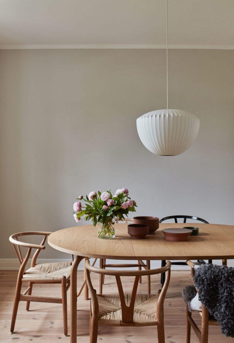 Wishbone Chairs And Wood Dining Table Skagerak Inredning Matsal Matsalsmobler Matsalsbord Charming scandinavian dining room