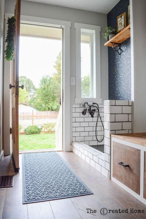 DIY Mudroom mit Hundebad – Das kreierte Zuhause   – Loo, laundry, and mud-room too