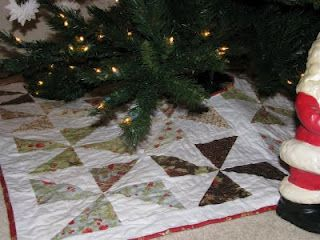 Pinwheel pattern quilted  Christmas tree skirt.