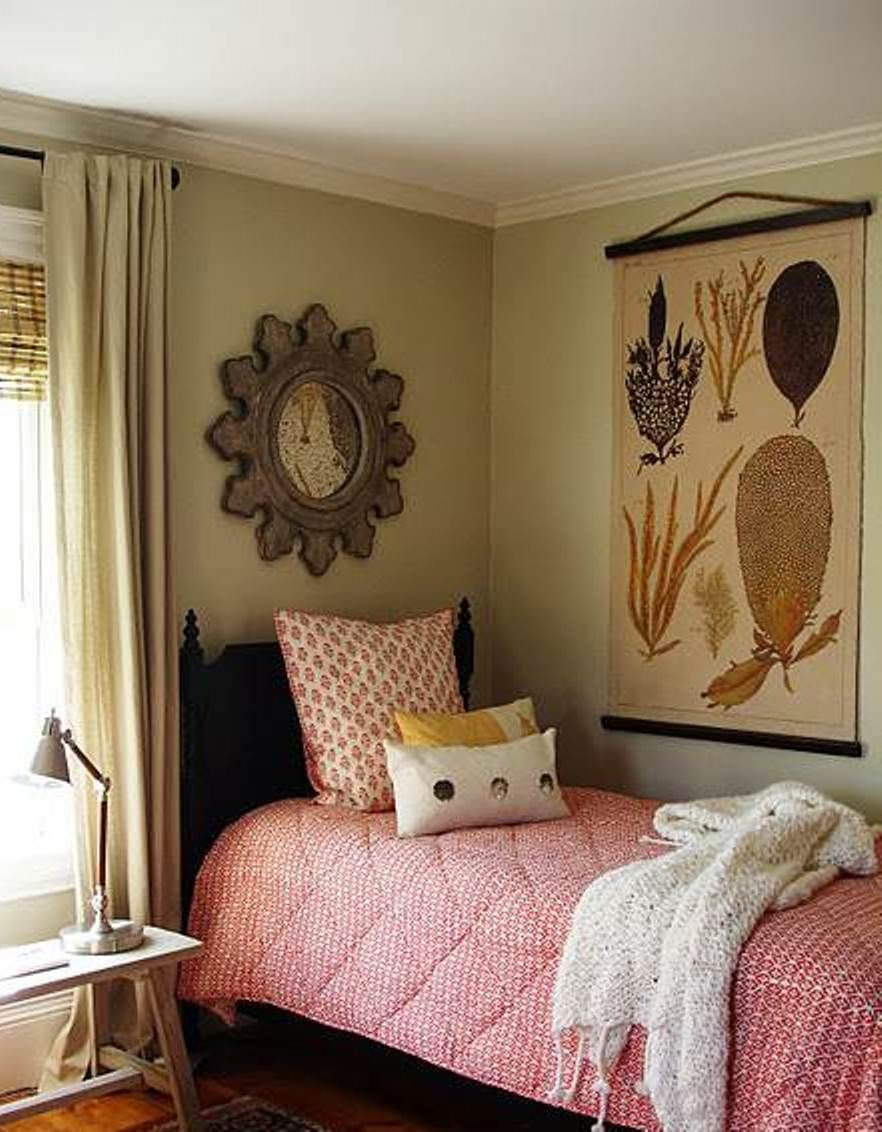 How To Decorate A Small Bedroom Space