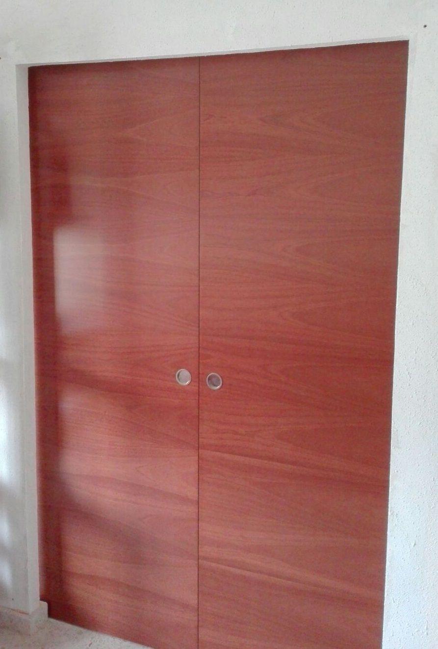 puerta corredera doble l sapelly rameado sin marcos ni tapajuntas