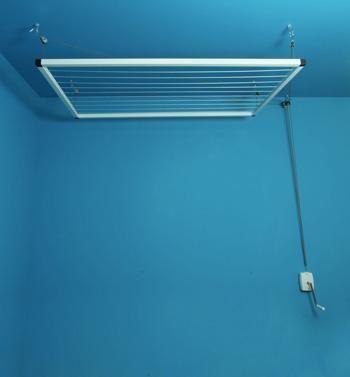 etendoir de plafond manivelle bricolage etendoir plafond etendoir et plafond. Black Bedroom Furniture Sets. Home Design Ideas