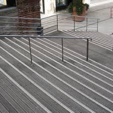 Nez De Marche Antiderapant Escalier Exterieur Beton Recherche Google Nez De Marche Nez De Marche Exterieur Marches Exterieur