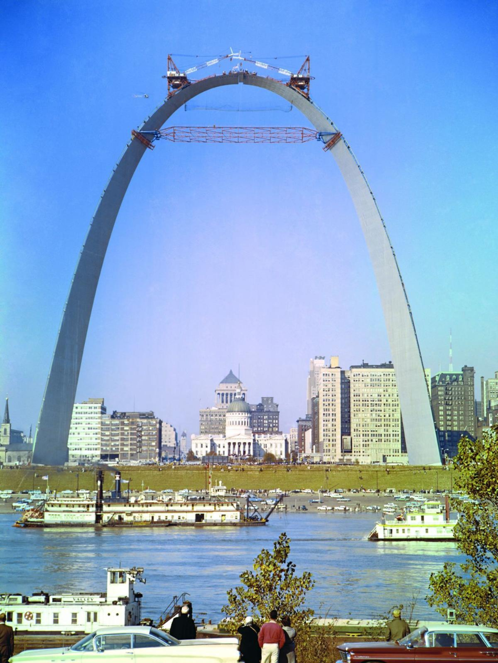 Oct. 28, 1965: The last piece of the Arch is fitted into pla ...-Oct. 28, 1965: The last piece of the Arch is fitted into place. See the stunning construction photos  October 28, 1965: The last piece of the bow is placed in its place. See the stunning construction photos | Post-clearance files | stltoday.com  -#arch #fitted #Oct #Piece #Pla