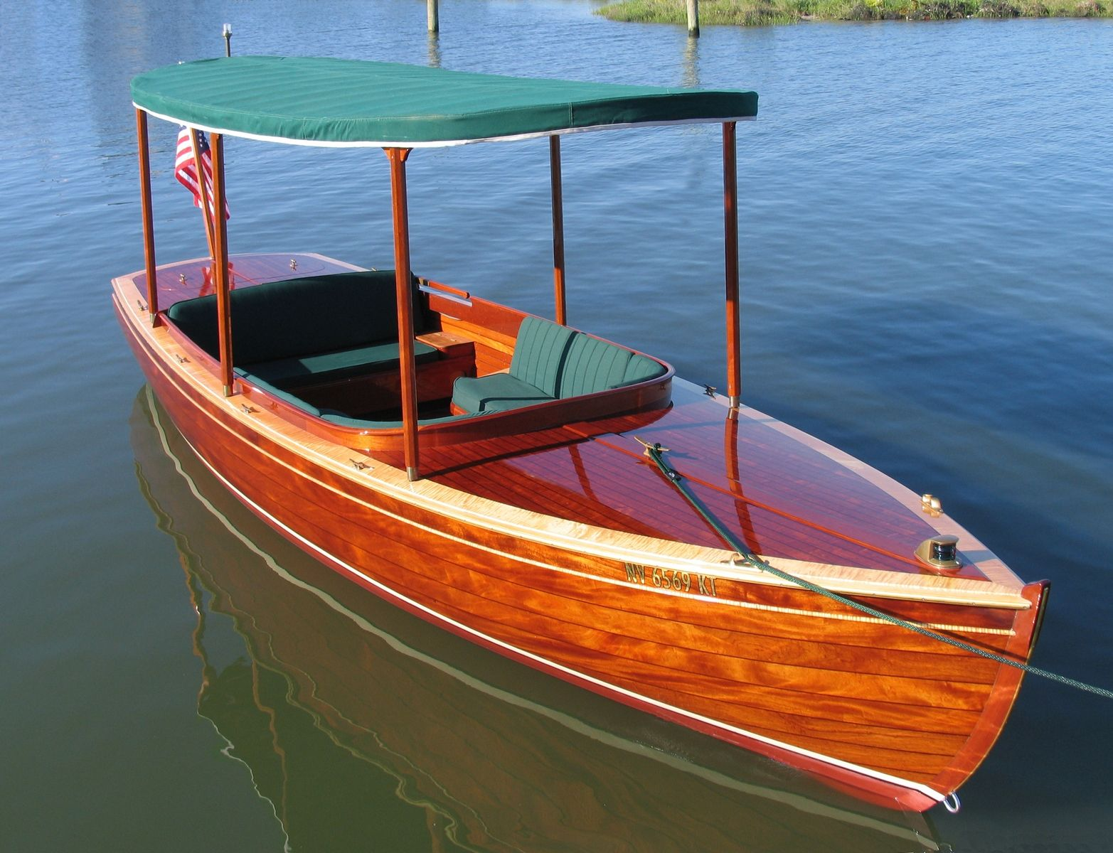22u0027 Mahogany Electric Boat
