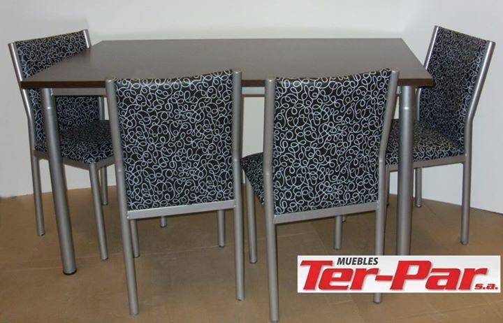 Mesa Cofín 1,40mts y Sillas Sofía (disponibles en varios colores de tapizados, colores de caños varios tanto mesa como silla y color tabaco o haya para la tapa de mesa)