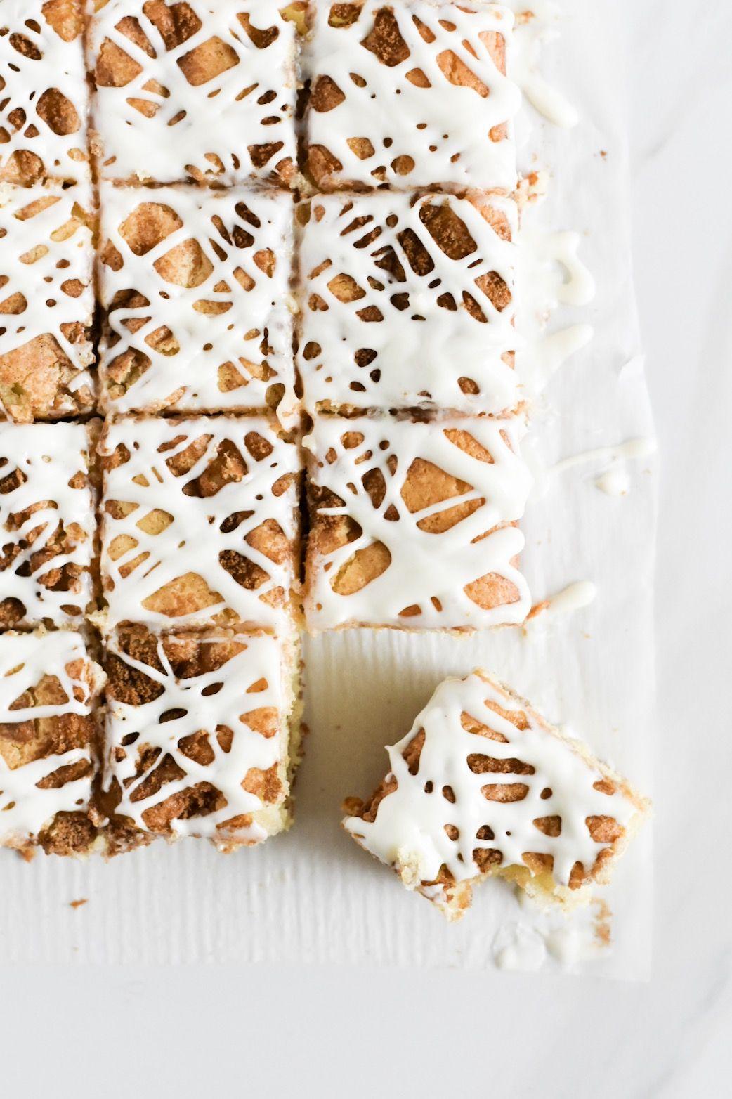 Cinnamon Roll Cake — A Common Kitchen #cinnamonrollpokecake