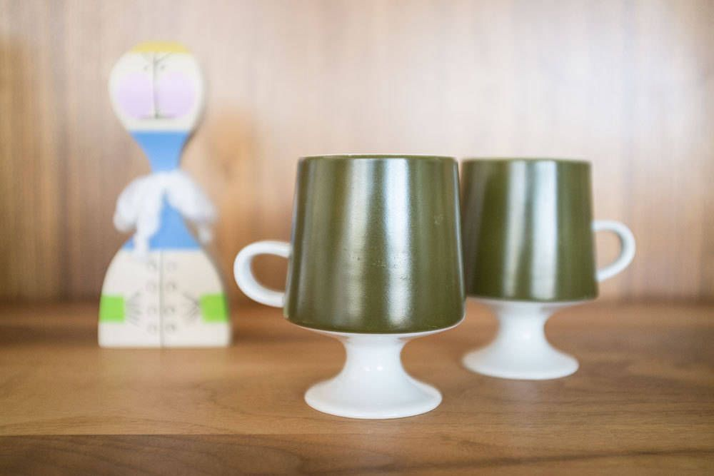 Mid Century Mod Pedestal Coffee Mugs - Olive Green - Saarinen Style by 606studio on Etsy