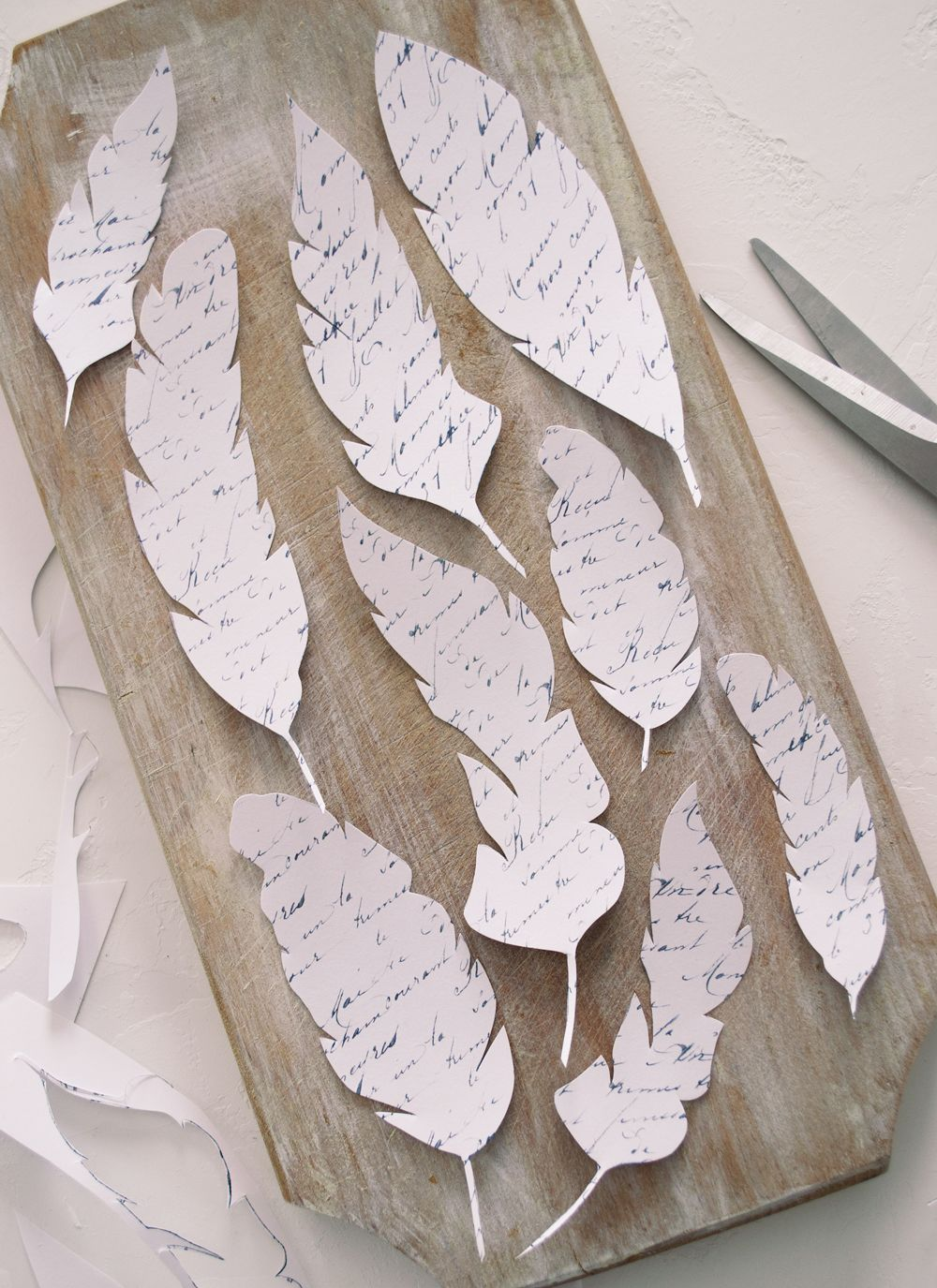 DIY French Script Paper Feathers Project + Free Printable. Great Home Decor  Project! By