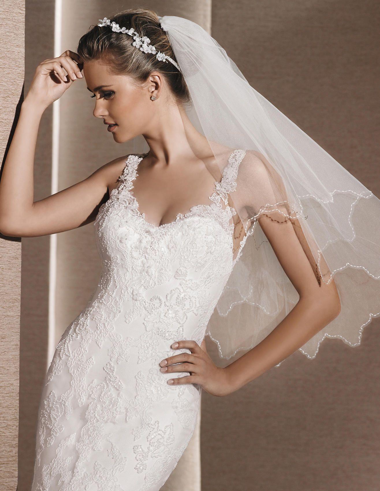 La Sposa Romantica Mermaid Wedding Dress With Plunging Back Short Veils Bridal Tulle Wedding Veil Wedding Dresses [ 1700 x 1316 Pixel ]