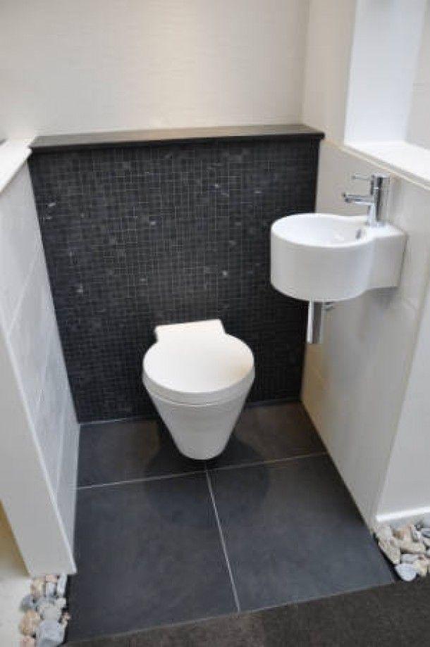 of achterwand mozaïek en dat ook op vloer badkamer - Toilet ...