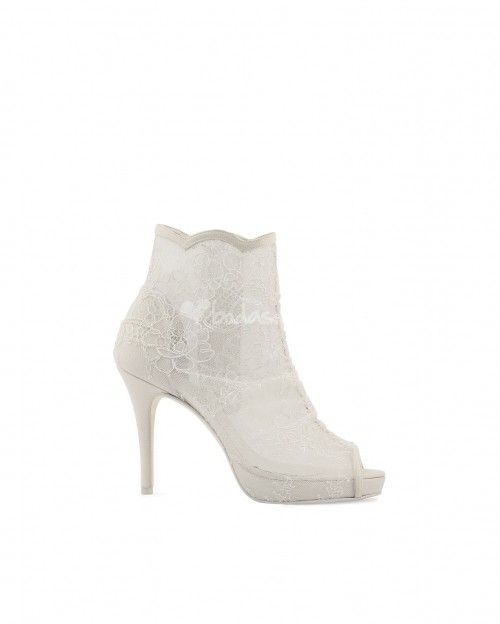 Rosa Clará 2014 - http://www.bodas.net/articulos/zapatos-de-novia-rosa-clara-2014--c2209