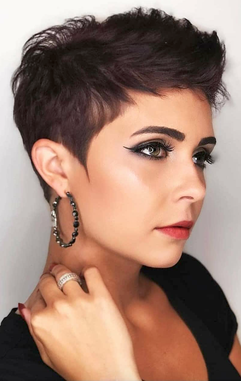 Fall And Renewal: Seven (Lucky) Short Hairstyles To Get Rid Of Bad Energy.  How To Get Rid Of Bad Energy By Cutting Your Hair.   From Pixie haircut to bob and layered short haircuts, shirt hair relaxed and chic ideas to renew yourself. #pixiehairstyles