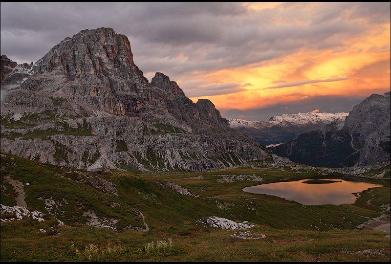 View from Drei-Zinnen-Huette Rifugio Antonio Locatelli~Dolomites