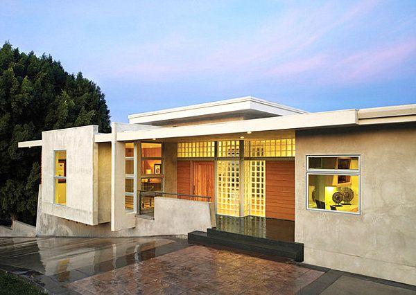 19 Modern Spaces Featuring Glass Block Glass Block Windows Modern House Exterior Modern Exterior