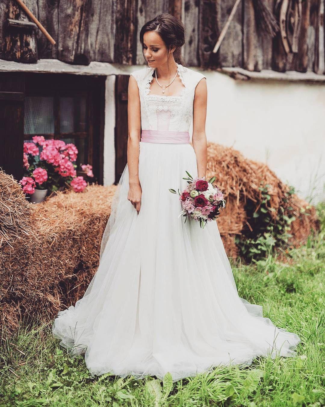 Brautdirndl Kleid- nur bei Tian van Tastique. Die perfekte