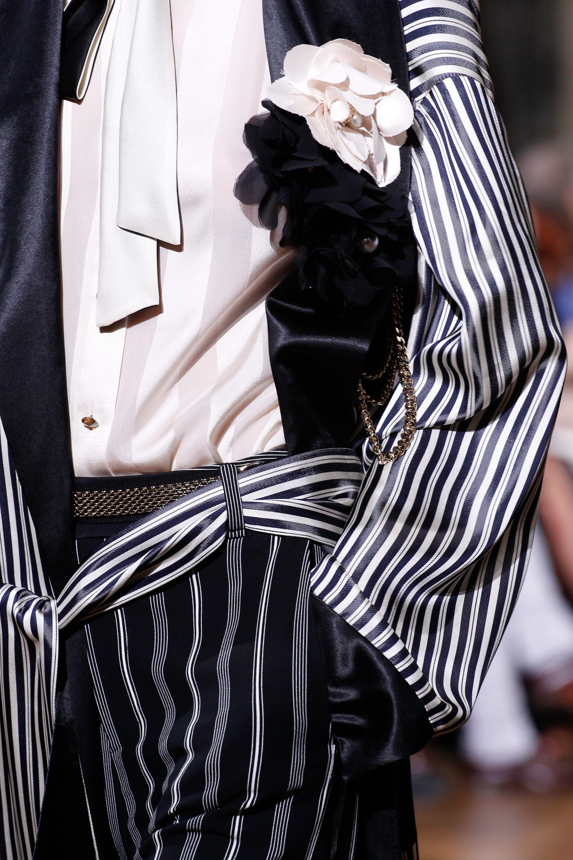 See detail photos for Lanvin Spring 2017 Ready-to-Wear collection.