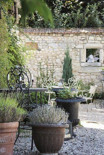 arredare un giardino in stile provenzale - mobili da giardino in ... - Idee Mobili Da Giardino In Stile