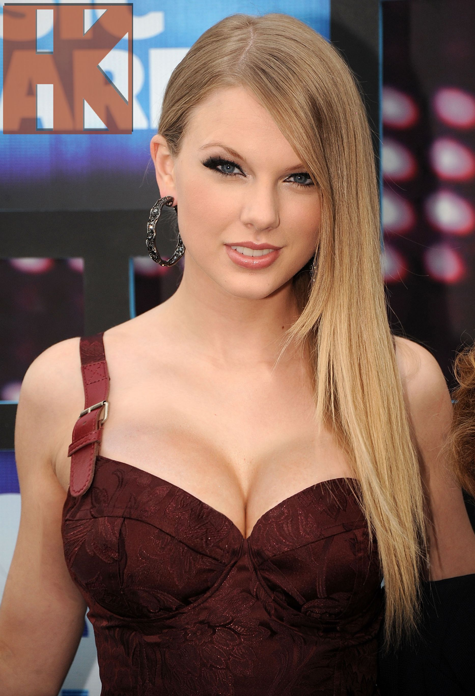 Request: Taylor Swift (Breast Expansion) by hskfmn on DeviantArt
