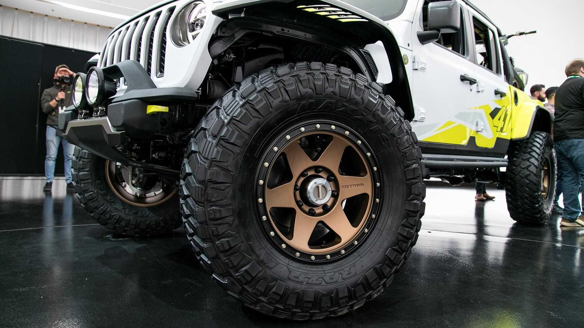 Jeep Gladiator Flatbill Is The Motocross Fan S Pickup Truck Jeep Gladiator Pickup Trucks Trucks