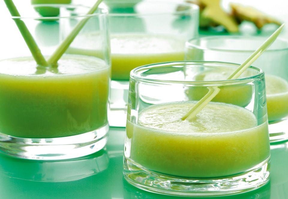 Terveysdrinkki melonista, omenasta, inkivääristä, limetistä ja fenkolista.