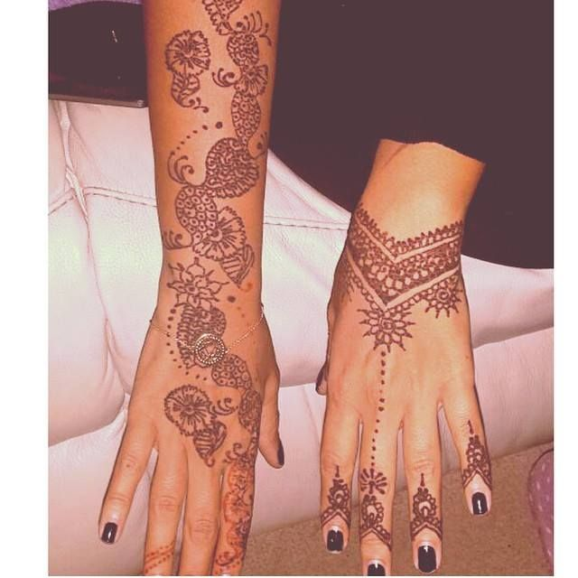 Rihanna S Henna Tattoos Google Search Henna Tattoo Henna Hand Tattoo Hand Henna