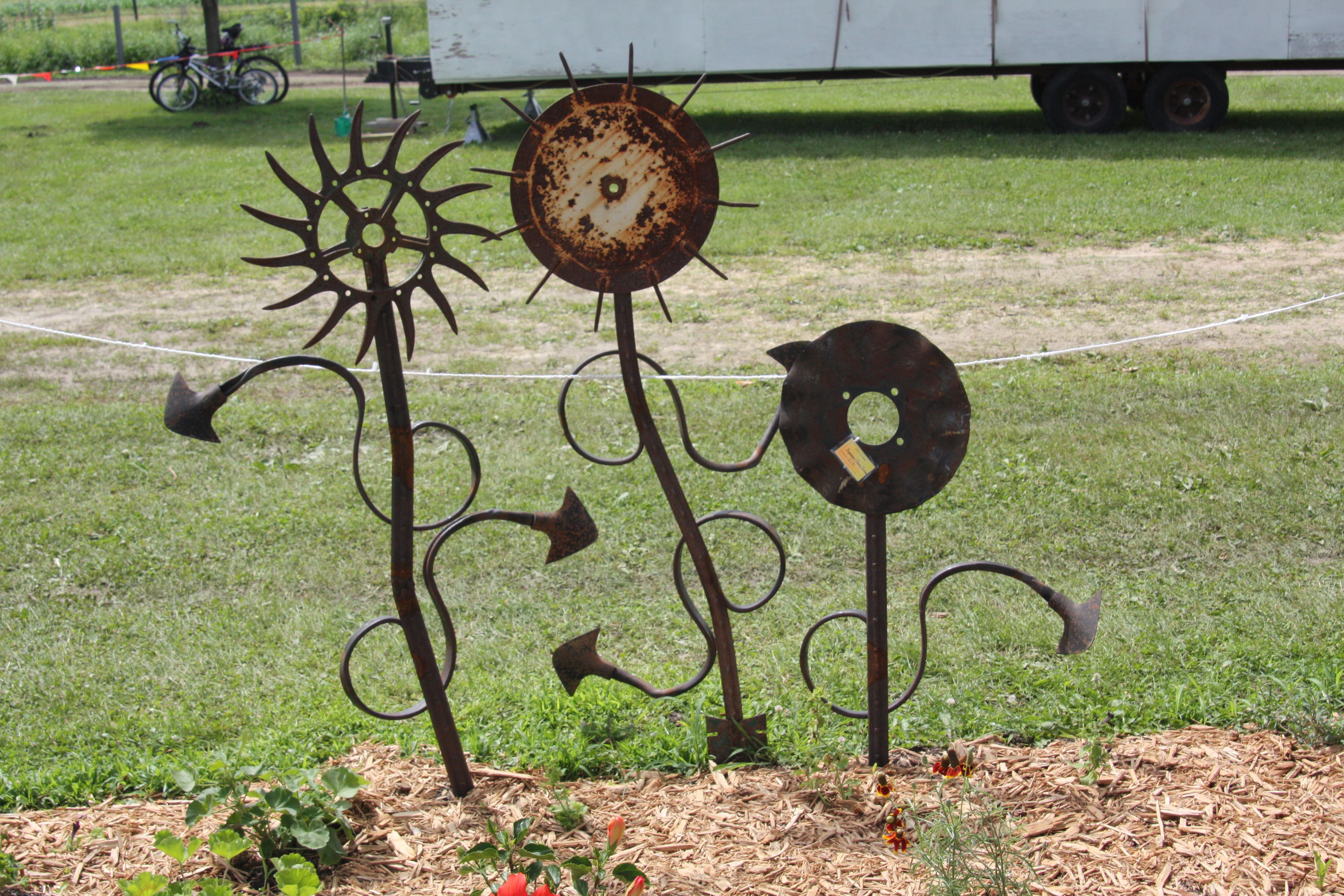 Results for the recycled garden art 2009 welded art for Recycled garden art ideas