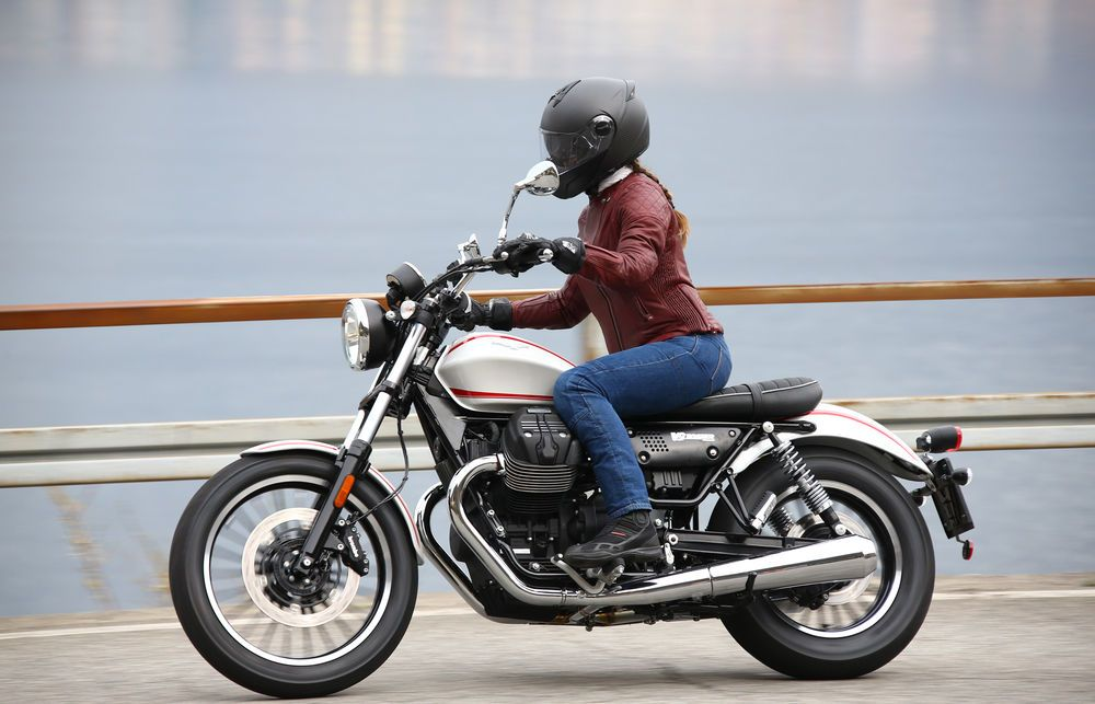 First Ride Review 2017 Moto Guzzi V9 Roamer Moto Guzzi Moto Guzzi Cafe Racer Moto