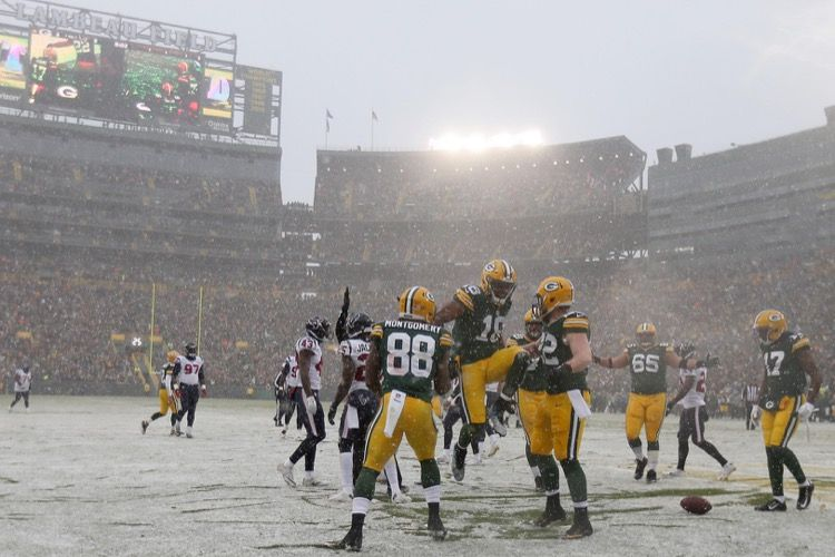Snow More  Packers On 2-Game Streak 799d76c3e