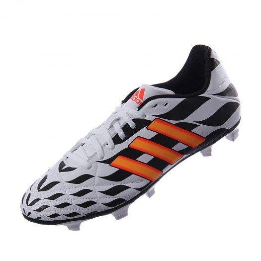 online retailer a1572 92a02 Los tachones Adidas 11Questra FG para hombre presentan una parte superior de  piel sintética con pespuntes